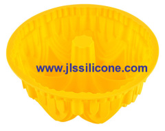 attractive yellow silicone bundt bakeware moulds in large size