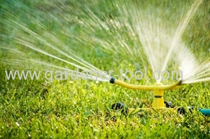 3 arm zinc garden rotary sprinkler and zinc alloy base with wheel