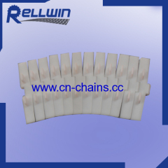 Plastic sideflexing table top conveyor chains with flight
