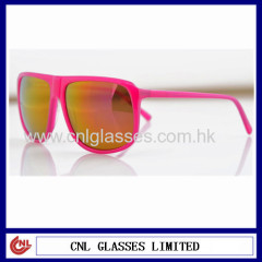 Red spring hinge sunglasses