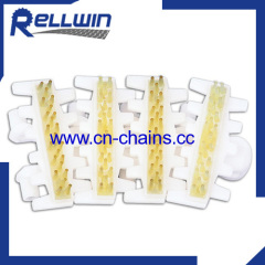 Plastic flexible cleated conveyor chains