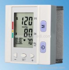 wrist type fully automatic blood pressure monitor