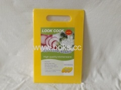 2013 Vegetable Cutting Board with Circle Handle