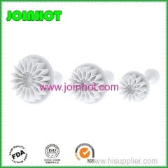 Chrysanthemum Pattern Cake and Cookies Cutter Mold with Plunger (3pcs)