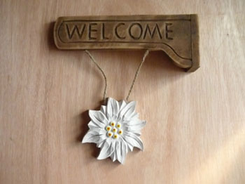 Wood Carved Flower Shape Welcome Signs