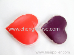 The magical color-changing heart-shaped instantaneous hot pack