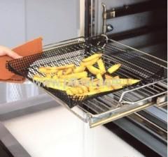 Non-stick pizza oven mesh tray