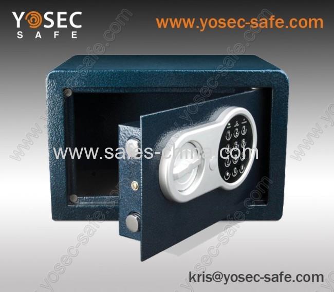 Electronic safe with digital safe lock
