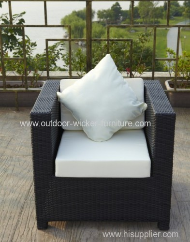 Patio single chair in rattan with cushion