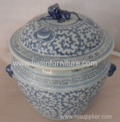 Chinese porcelain pot blue and white