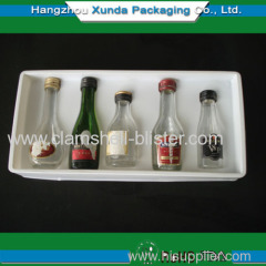 Plastic blister packaging tray for wine bottles