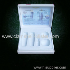 Plastic insert tray for cosmetic packaging