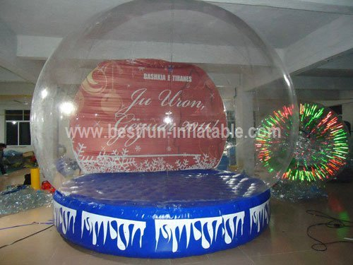 Inflatable globe snow ball
