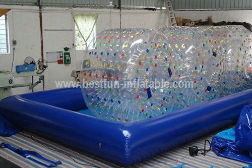 Inflatable pool for water balls