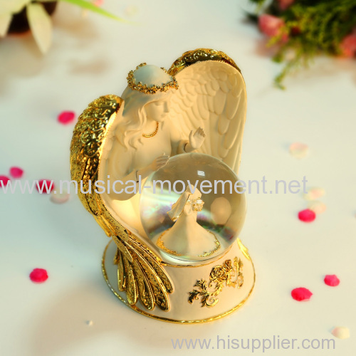 ANGEL SNOW WATER POLYRESIN GLOBE MUSIC BOX