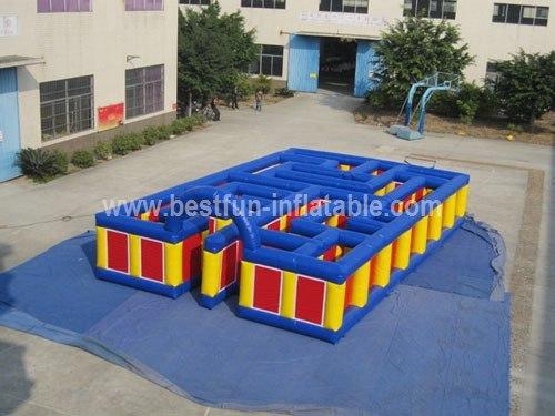 Inflatable maze for amusement park