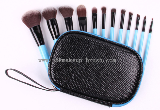 This 12PCS Short Handle Essence of Beauty Makeup Brush Travel Kit is in blue color, and we developed four main colors for this travel kit, they are: pink, ...