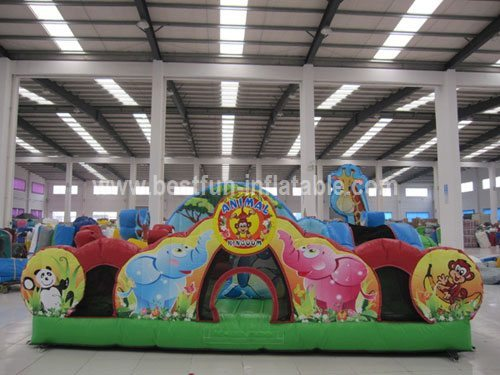 Animal kingdom playground inflatable amusement park