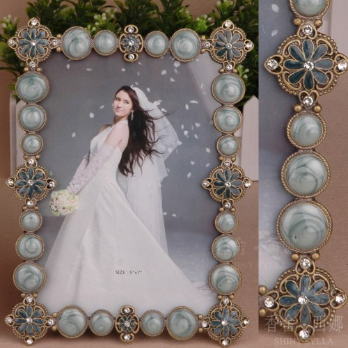 metal / oblong / european / luxurious photo frame