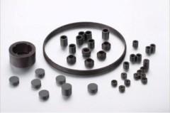 Isotropic permanent plastic magnet