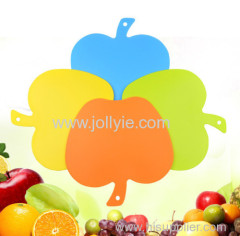 4 COLORED APPLE SHAPED PLASTIC CHOPPING BOARD SET