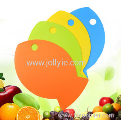 4 COLORED FISH SHAPED BABY FOOD PLASTIC CHOPPING BOARD SET