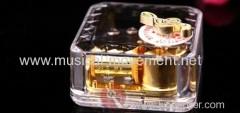 Acrylic Clear Top Winding up Music Box Golden Metal 18 Note Music Movement