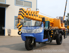 china 3 ton truck mounted crane with 3 meters long pallet