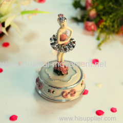 Polyresin Key Wind Round Music Box Rotate Dancing Girl