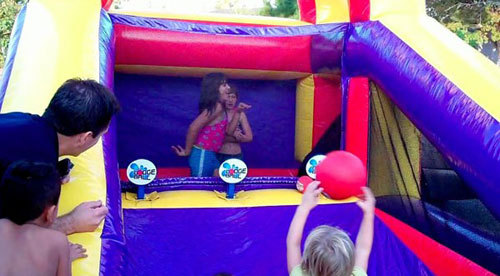 Inflatable water dodge ball game