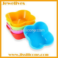 Small ideas colorful silicone plates