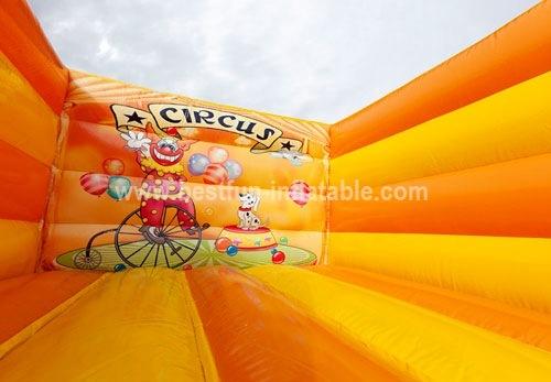 Mini Cirque homeless bouncer