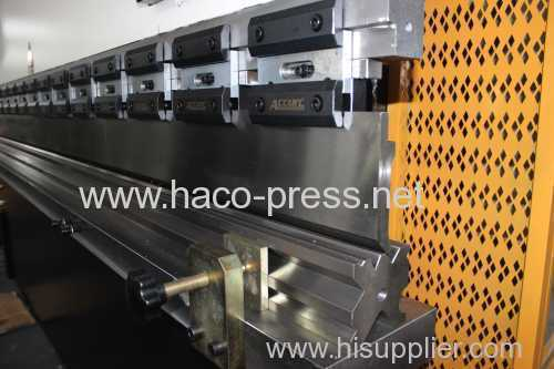 30tons Metal Sheet hydraulic NC bending Machine 1600mm