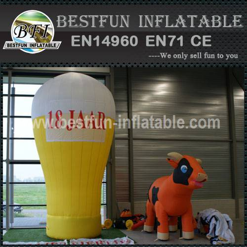 Advertising inflatable cartoon cows
