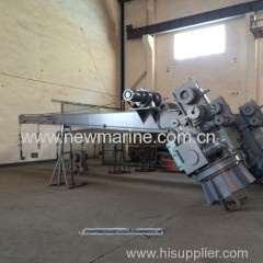 Single arm hydraulic slewing davit