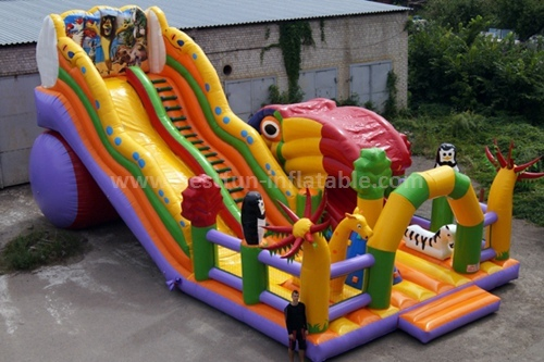 Inflatable classic slide with tunnel