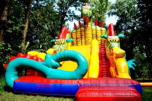 Inflatable monster struggle slide