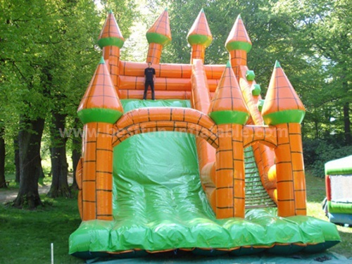 Inflatable single lane slide