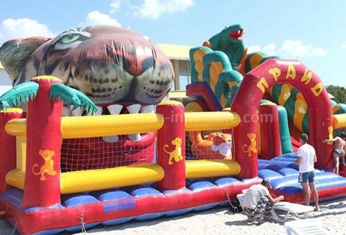 Jungle mania inflatable slide