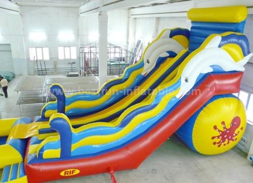 Long inflatable pool slide