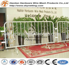 1.1m high 2.2m wide cheap design easy handle metal crowd control barrier