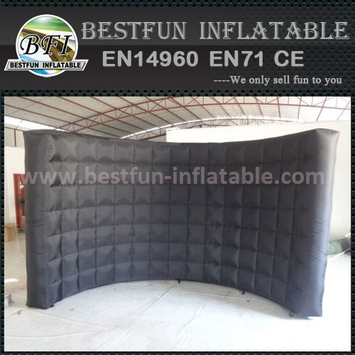 Inflatable wall for advertising