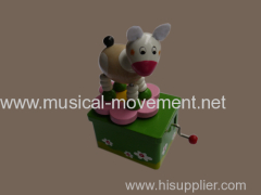 WOODEN ROTATING SHEEP ANIMALS 18 NOTE HAND CRANK MUSIC BOX