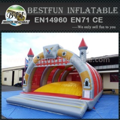 Inflatable castle jumping arena