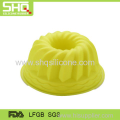 Foldable silicone molds for microwave cake