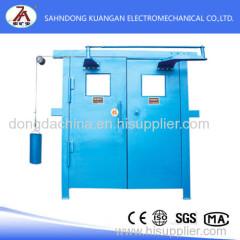 Balanced pressure ventilation door used for mine underground