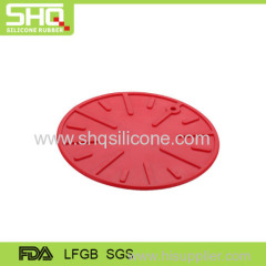 Embossed round shape silicone pot holder