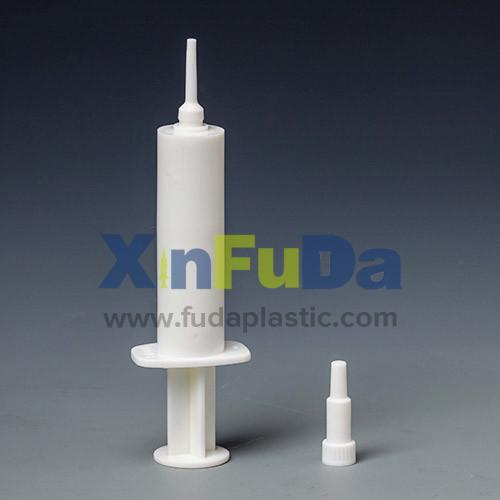 Single-use sterile plastic syringe