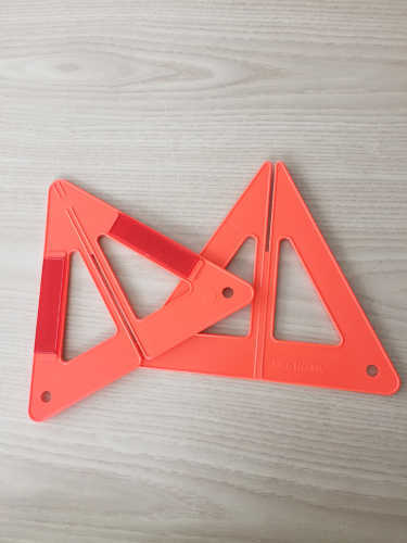 Chinese Manufacturer Cheap PlasticFoldable Car Safety Traffic Warning Triangle with Car Accessories