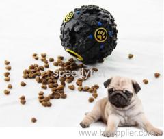 Cibo per cani trattati sfera con la voce